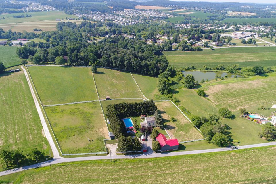 Single Family Home for Sale at 250 COUNTRY BY WAY 250 COUNTRY BY WAY York, Pennsylvania 17402 United States