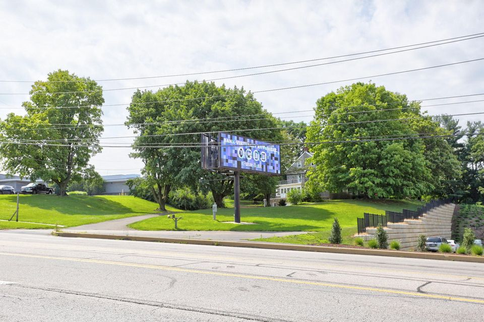 Additional photo for property listing at 2280 LINCOLN HIGHWAY 2280 LINCOLN HIGHWAY Lancaster, Pennsylvania 17602 Estados Unidos
