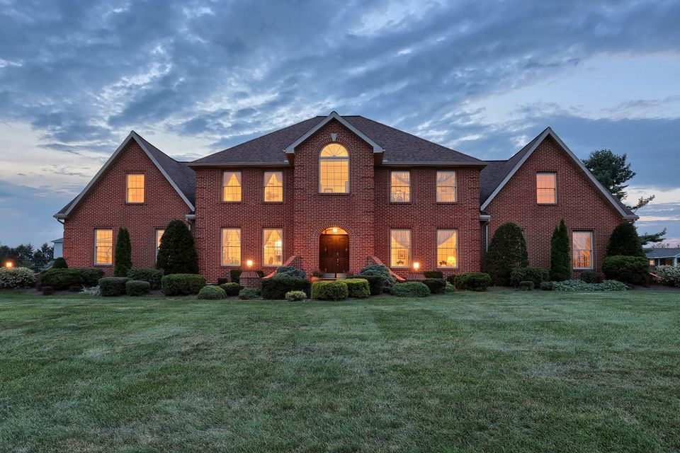 Single Family Home for Sale at 135 CLUB TERRACE 135 CLUB TERRACE Lebanon, Pennsylvania 17042 United States