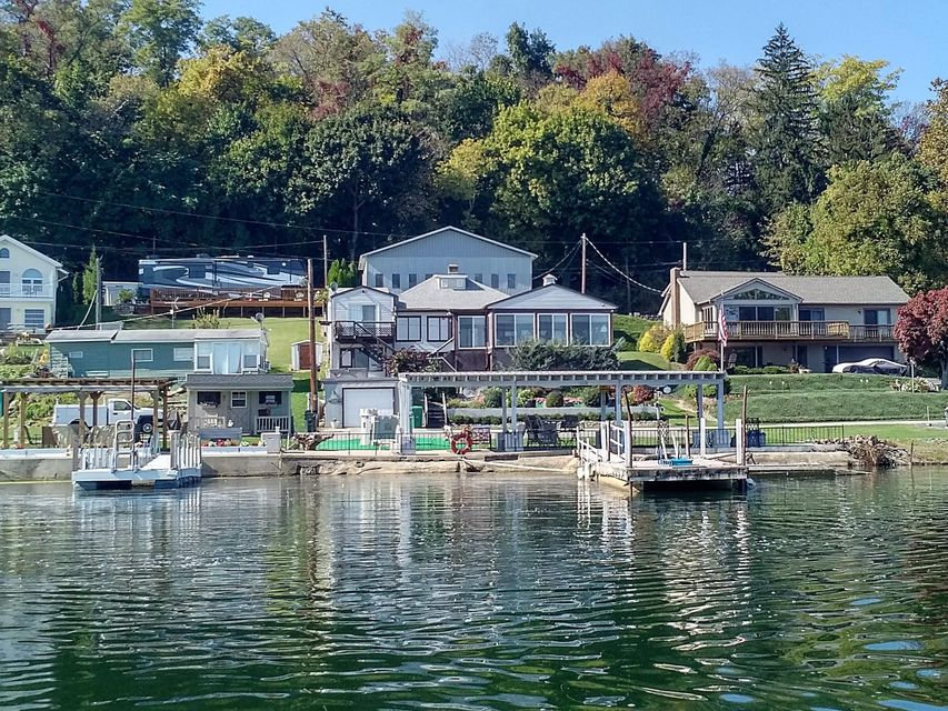 Single Family Home for Sale at 522 BOAT HOUSE ROAD 522 BOAT HOUSE ROAD Wrightsville, Pennsylvania 17368 United States