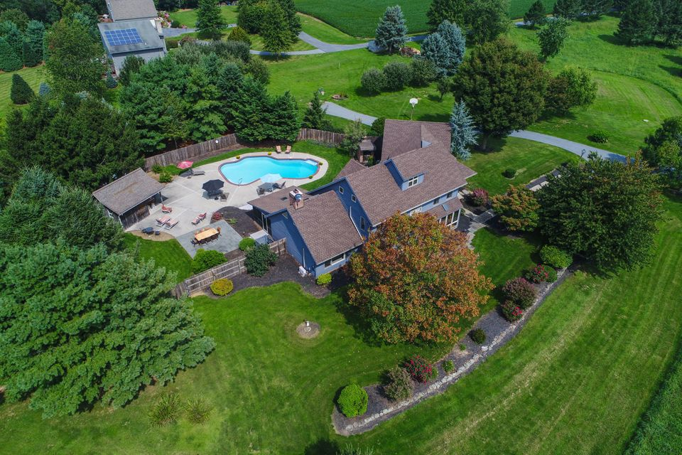 Single Family Home for Sale at 1645 GRANDVIEW ROAD 1645 GRANDVIEW ROAD Mount Joy, Pennsylvania 17552 United States