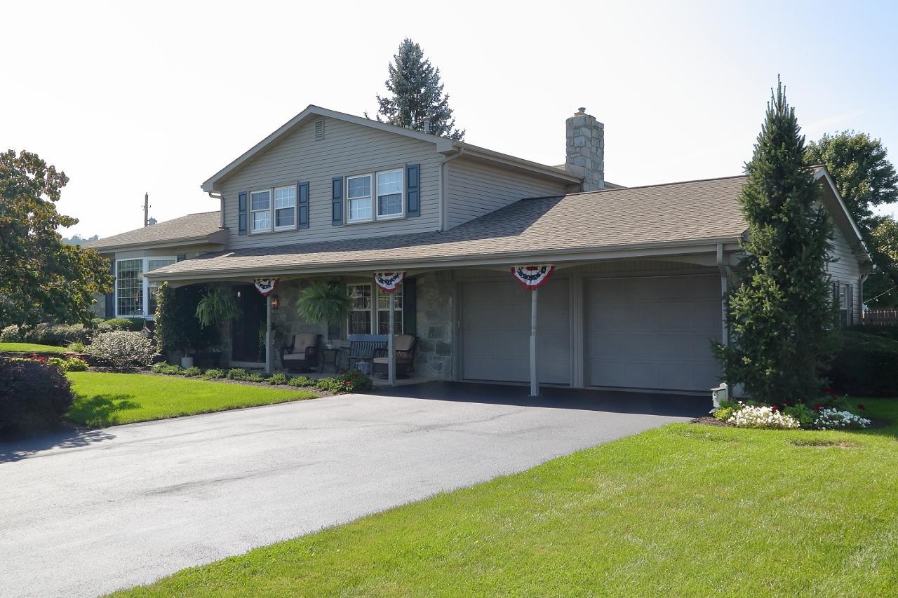 Casa Unifamiliar por un Venta en 662 KINZER AVENUE 662 KINZER AVENUE New Holland, Pennsylvania 17557 Estados Unidos