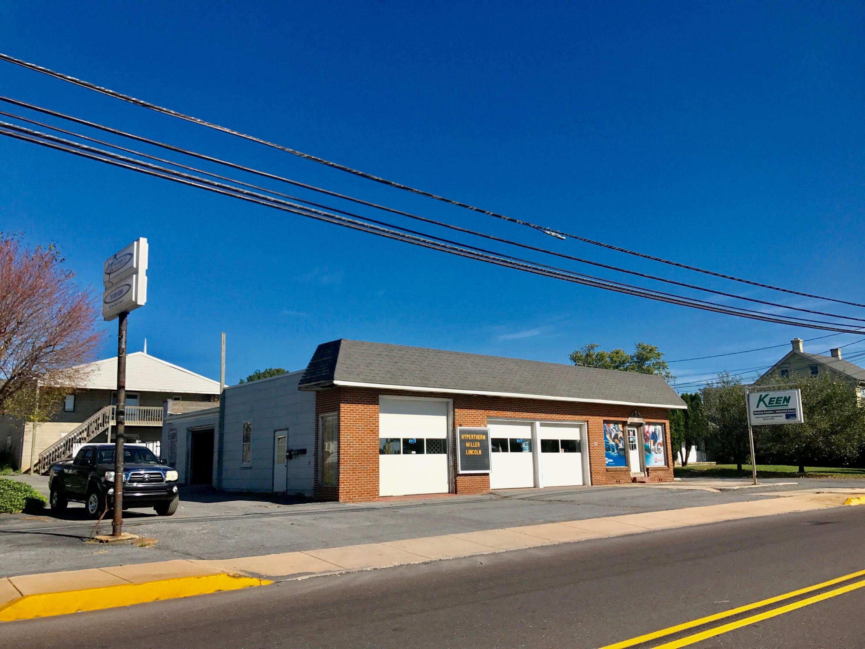 Comercial por un Venta en 605-605R MAIN STREET 605-605R MAIN STREET New Holland, Pennsylvania 17557 Estados Unidos