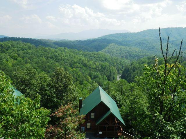 Частный односемейный дом для того Продажа на 4473 Forest Vista Way Pigeon Forge, Теннесси 37863 Соединенные Штаты