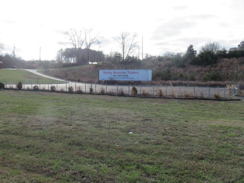 Commercial pour l Vente à 11828 S Highway 321 11828 S Highway 321 Lenoir City, Tennessee 37772 États-Unis