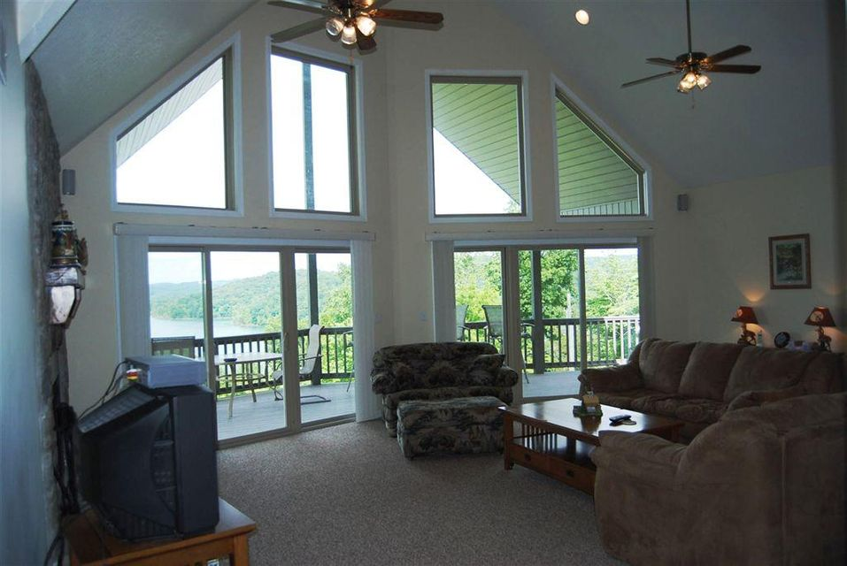 Additional photo for property listing at 223 Holly Lane 223 Holly Lane Lafollette, Tennessee 37766 États-Unis