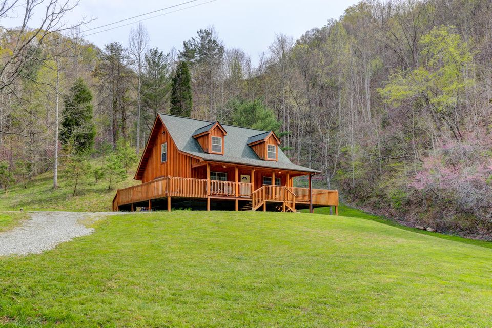 Casa Unifamiliar por un Venta en 2608 Beech Creek Road Rogersville, Tennessee 37857 Estados Unidos
