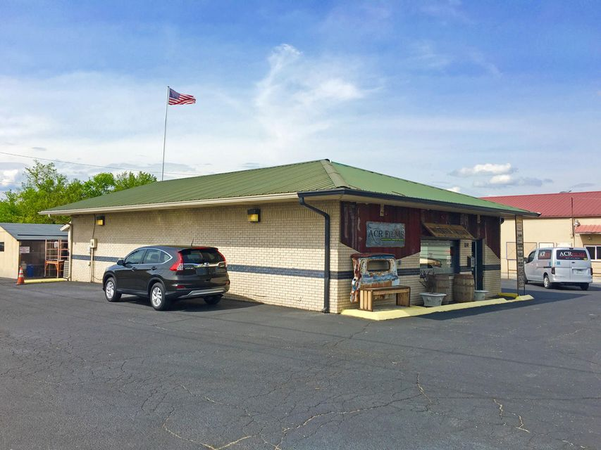 Comercial por un Venta en 514 E Broadway Blvd Jefferson City, Tennessee 37760 Estados Unidos
