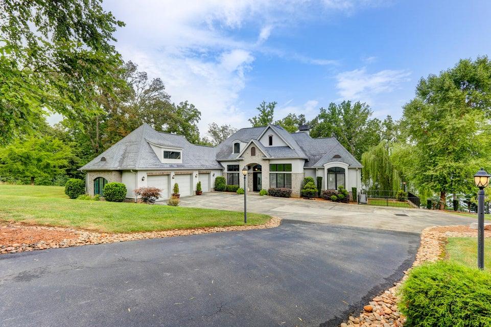 Maison unifamiliale pour l Vente à 265 E E. Shore Drive Rockwood, Tennessee 37854 États-Unis