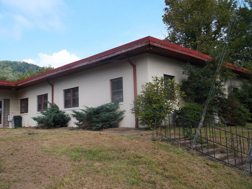 Additional photo for property listing at 901 S Main Street 901 S Main Street Lake City, Tennessee 37769 Estados Unidos