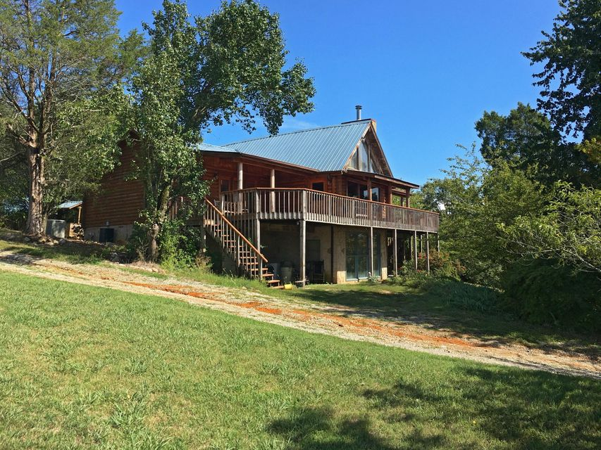 Additional photo for property listing at 1399 Lake Front Drive 1399 Lake Front Drive Dandridge, Tennessee 37725 United States
