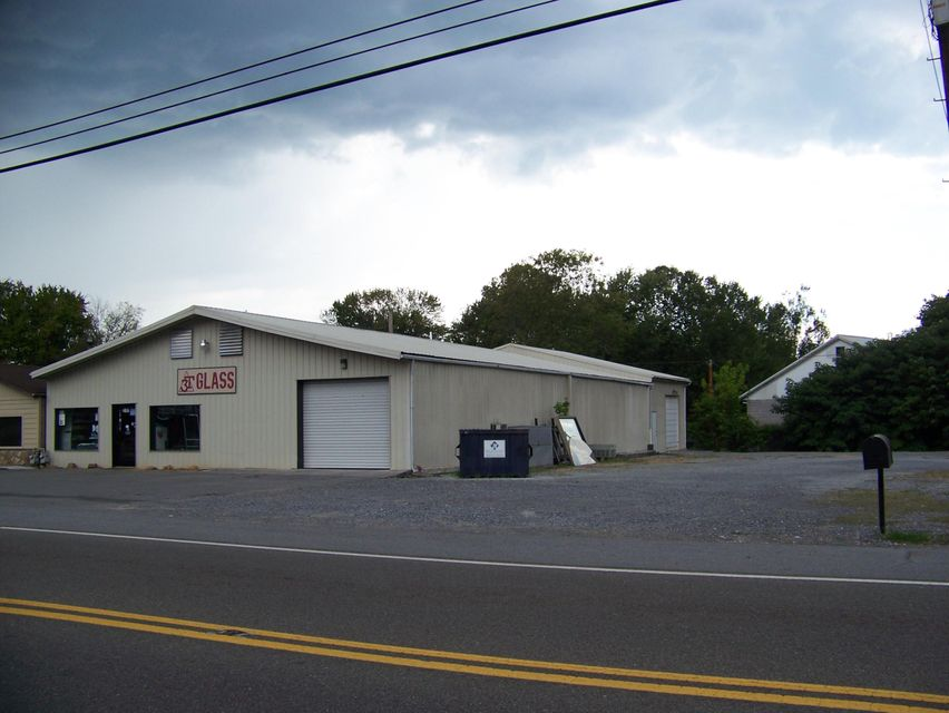 Comercial por un Venta en 2415 E Broadway Avenue 2415 E Broadway Avenue Maryville, Tennessee 37804 Estados Unidos