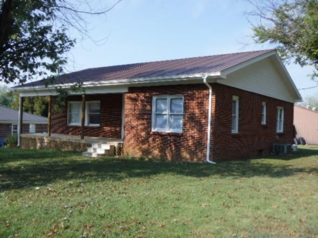 Single Family Home for Sale at 211 Commerce Street Celina, Tennessee 38551 United States