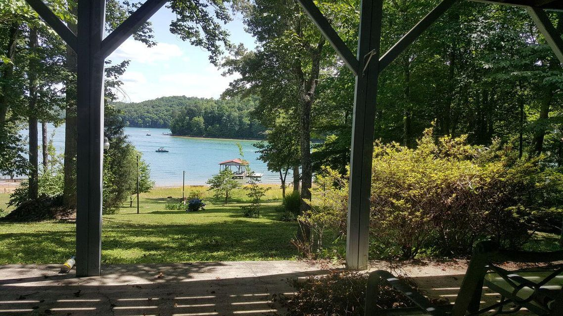 Lakefront home at Hiwassee