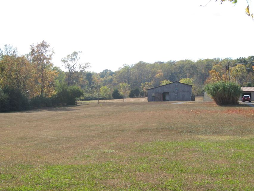 Additional photo for property listing at 681 County Road 350  Sweetwater, Tennessee 37874 Estados Unidos