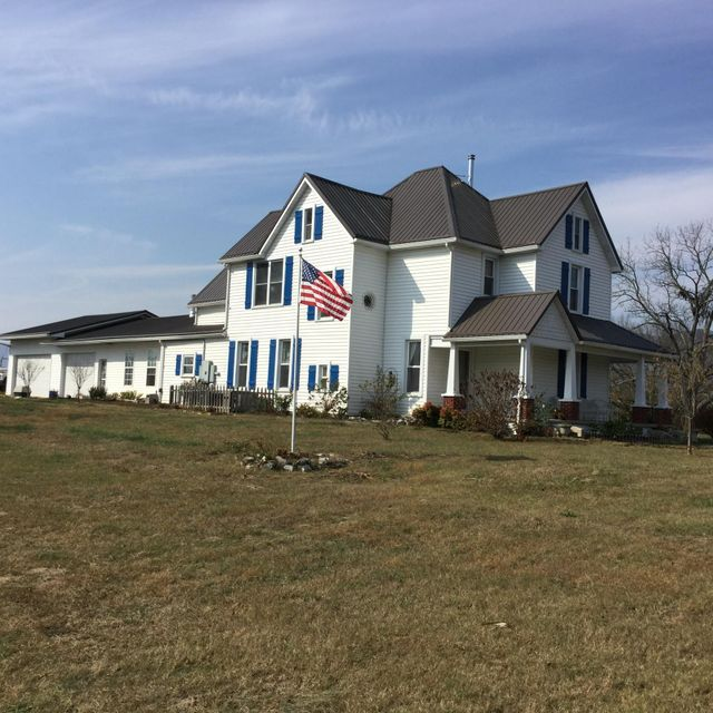 Single Family Home for Sale at 207 Thomas Road Speedwell, Tennessee 37870 United States