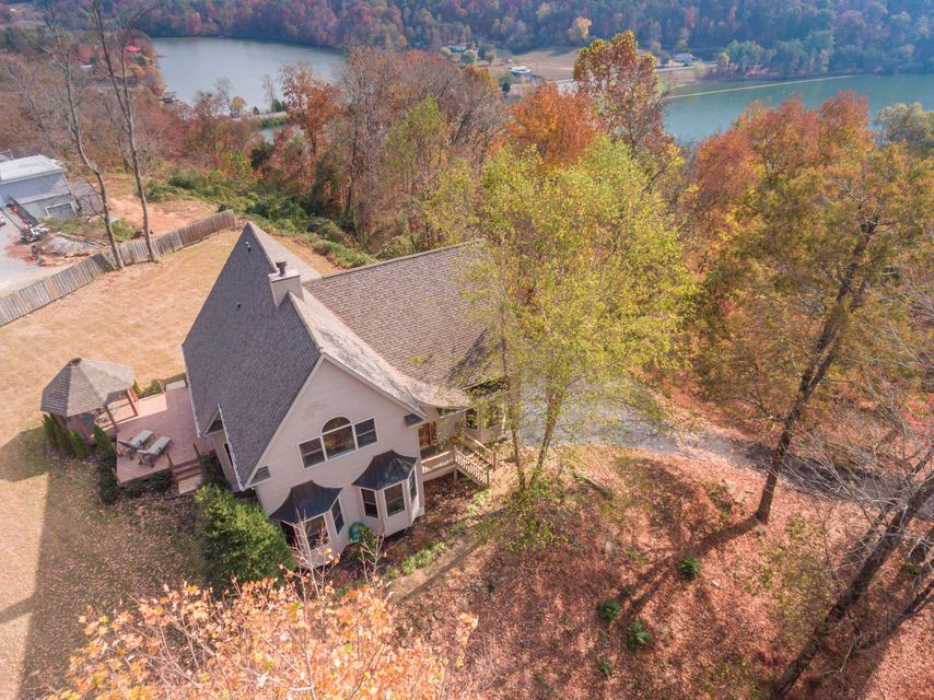 Maison unifamiliale pour l Vente à 135 Jones Lane Clinton, Tennessee 37716 États-Unis