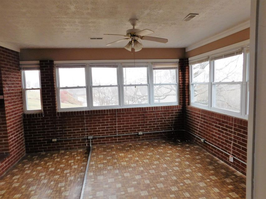 Additional photo for property listing at 180 Crescent Street  Harrogate, Tennessee 37752 États-Unis