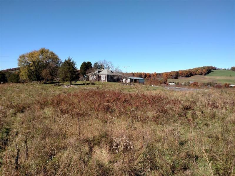 Частный односемейный дом для того Продажа на 305 Rock Bridge Road Road Thorn Hill, Теннесси 37881 Соединенные Штаты