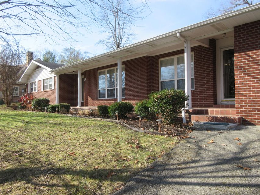 Single Family Home for Sale at 809 N 25th Street 809 N 25th Street Middlesboro, Kentucky 40965 United States