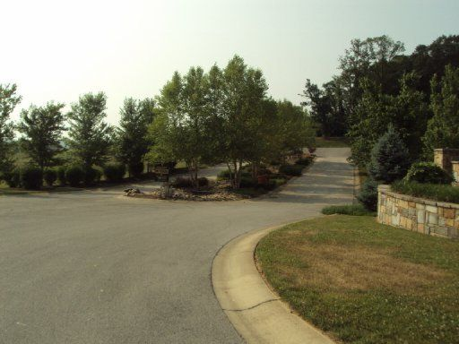 Additional photo for property listing at Lot 16 Luxury Lane Lane  Dandridge, Tennessee 37725 États-Unis