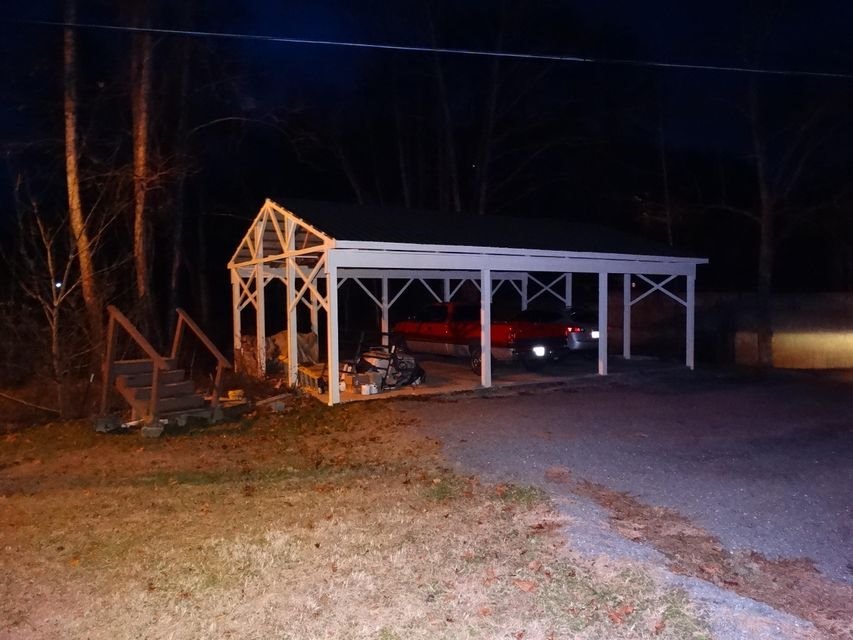 Additional photo for property listing at 18 Dewey Thompson Road 18 Dewey Thompson Road Pineville, Kentucky 40977 Estados Unidos