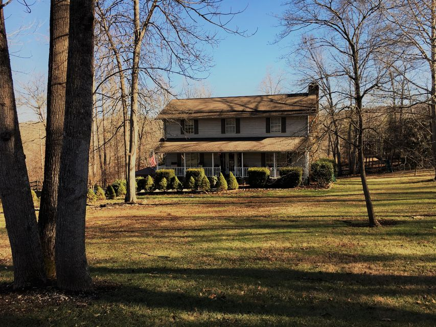Single Family Home for Sale at 107 Foust Cemetery Lane Lake City, Tennessee 37769 United States
