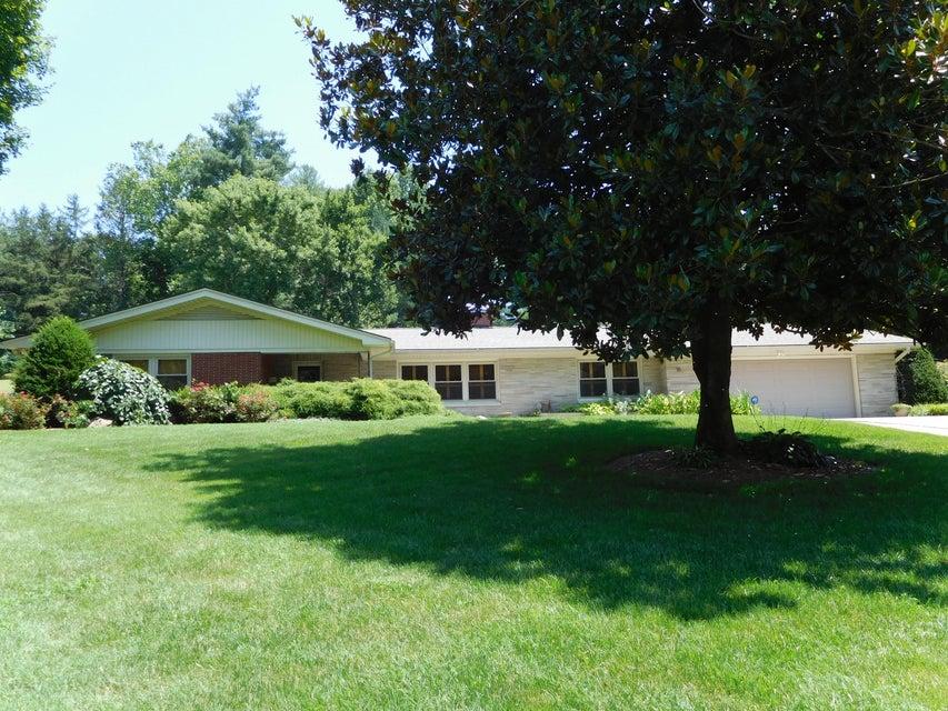 Частный односемейный дом для того Продажа на 15 Cherokee Drive Middlesboro, Кентукки 40965 Соединенные Штаты