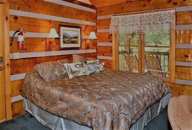 Maison unifamiliale pour l Vente à 619 Red Bud Lane 619 Red Bud Lane Gatlinburg, Tennessee 37738 États-Unis