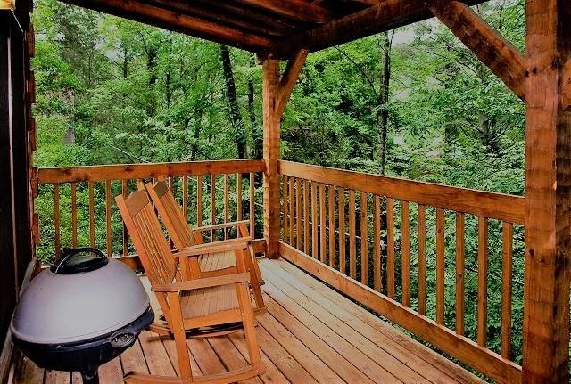 Additional photo for property listing at 619 Red Bud Lane 619 Red Bud Lane Gatlinburg, Tennessee 37738 États-Unis