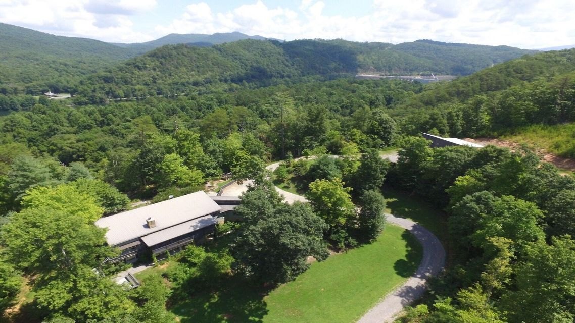 Single Family Home for Sale at 686 Mt Pleasant Road Vonore, Tennessee 37885 United States