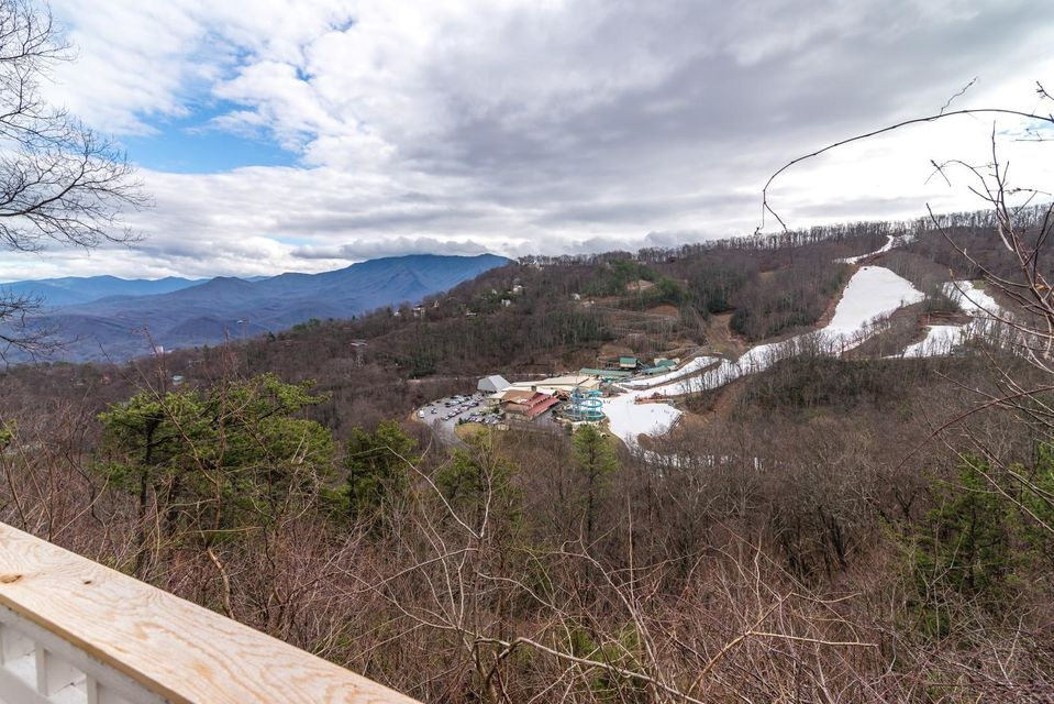 Additional photo for property listing at 1311 Ski View Drive  Gatlinburg, Tennessee 37738 États-Unis
