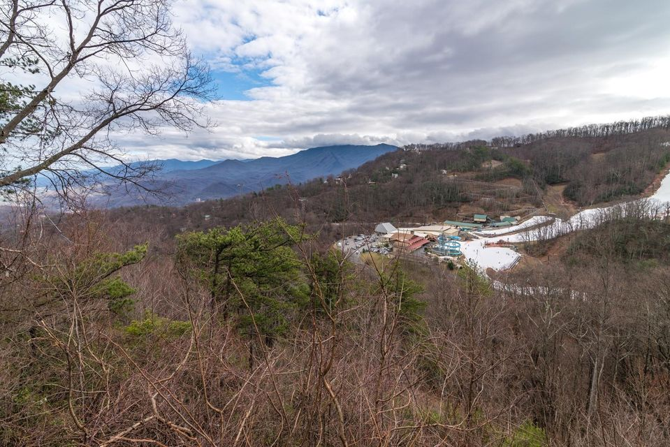 Additional photo for property listing at 1311 Ski View Drive  Gatlinburg, Tennessee 37738 Estados Unidos