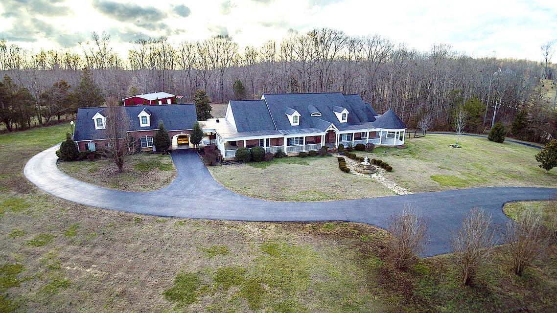 Частный односемейный дом для того Продажа на 111 Oak Brook Lane Livingston, Теннесси 38570 Соединенные Штаты
