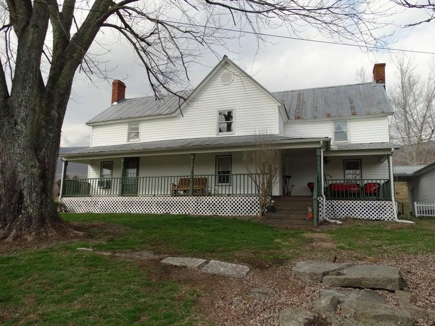 Частный односемейный дом для того Продажа на 1374 Caylor Road 1374 Caylor Road Ewing, Виргиния 24248 Соединенные Штаты