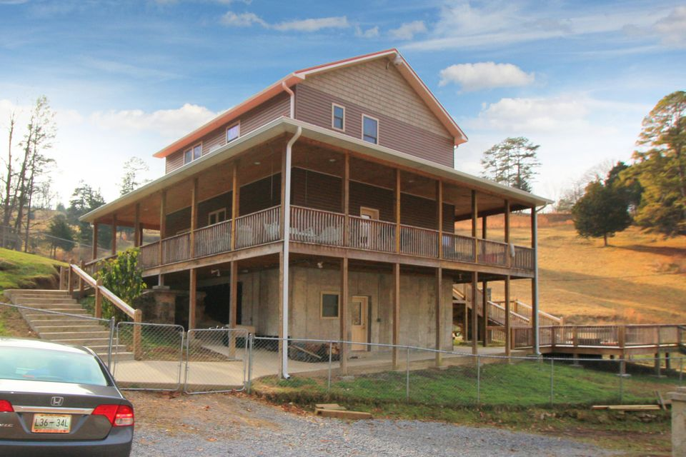 Single Family Home for Sale at 360 Edwards Leach Lane Speedwell, Tennessee 37870 United States
