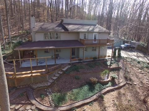 Частный односемейный дом для того Продажа на 750 Poplar Creek Road Oliver Springs, Теннесси 37840 Соединенные Штаты
