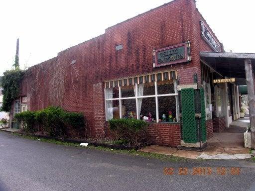 Commercial pour l Vente à 111-111a Scott Street 111-111a Scott Street Tellico Plains, Tennessee 37385 États-Unis