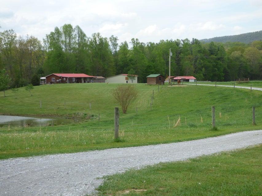 Частный односемейный дом для того Продажа на 1597 Camp Austin Road Oakdale, Теннесси 37829 Соединенные Штаты