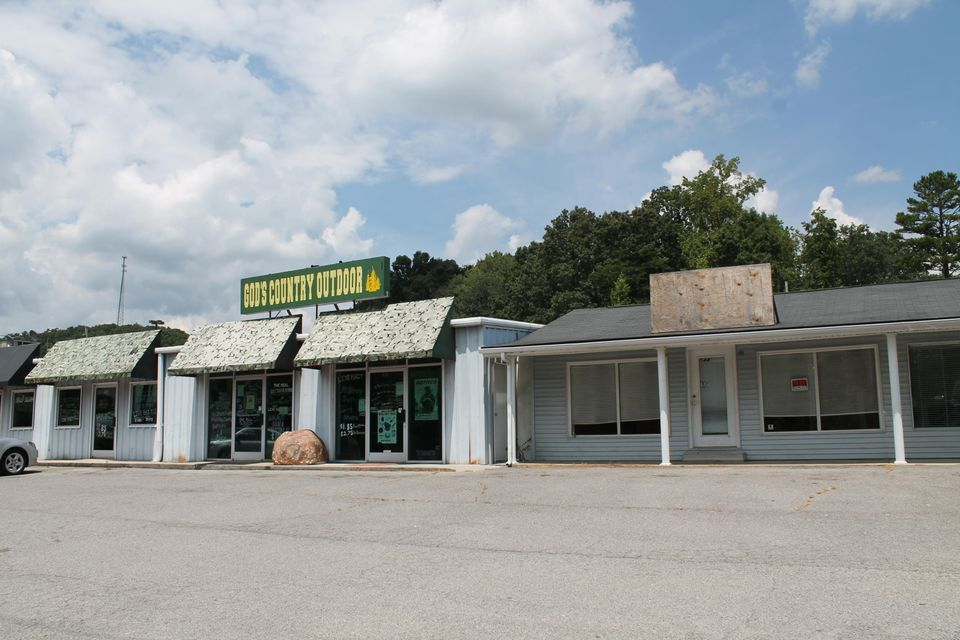 Commercial for Sale at 526-546 W Tri County Blvd Oliver Springs, Tennessee 37840 United States