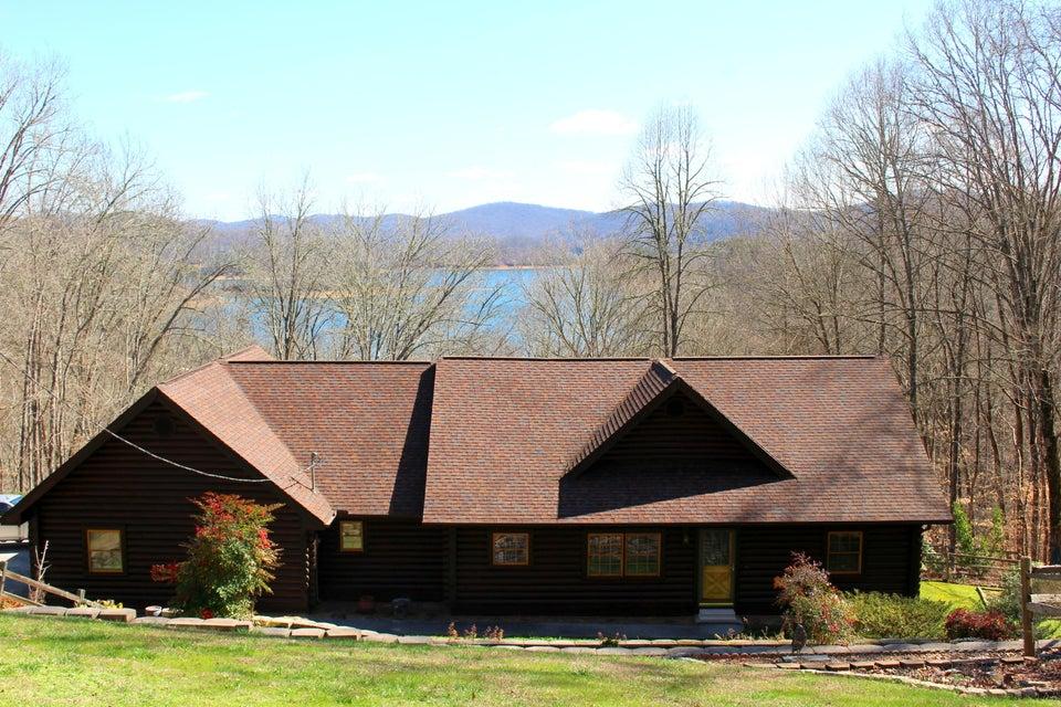 Beautiful cabin on the lake