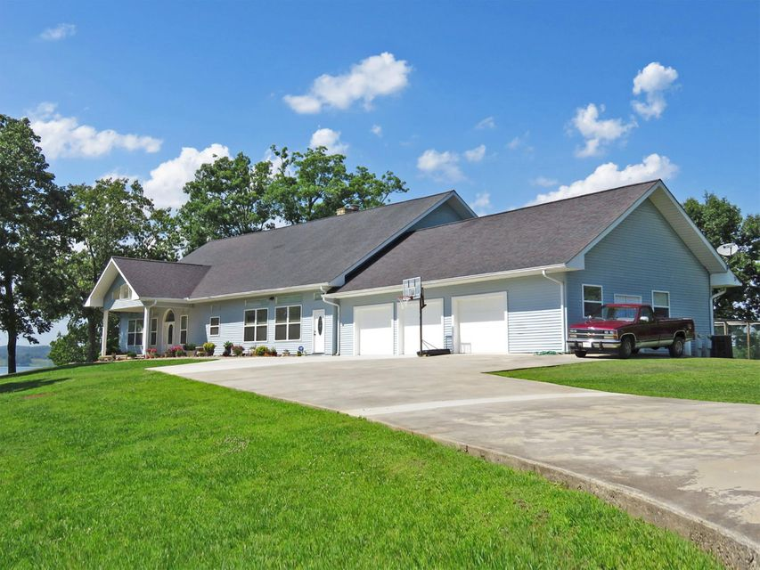 Single Family Home for Sale at 1770 Breezie Point Lane Dandridge, Tennessee 37725 United States