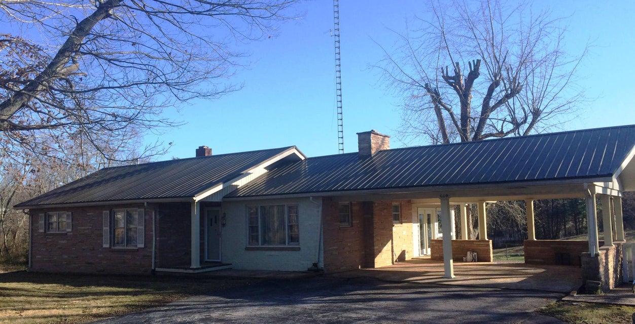 Частный односемейный дом для того Продажа на 609 W Central Avenue 609 W Central Avenue Jamestown, Теннесси 38556 Соединенные Штаты