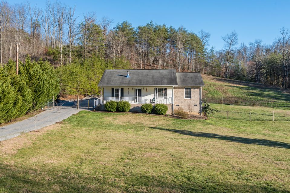Single Family Home for Sale at 5045 Hickory Valley Road Heiskell, Tennessee 37754 United States