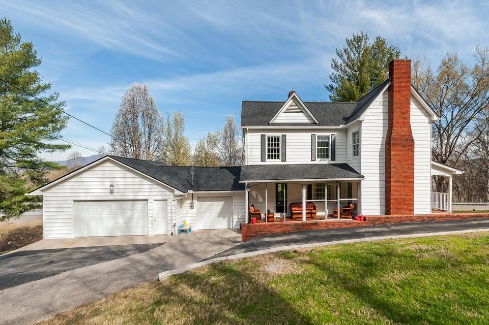 Casa Unifamiliar por un Venta en 1605 E Tri County Blvd Oliver Springs, Tennessee 37840 Estados Unidos