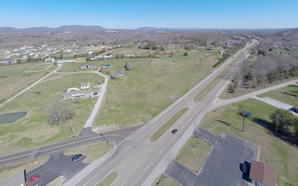 Commercial pour l Vente à 9341 N Ruggles Ferry Pike Strawberry Plains, Tennessee 37871 États-Unis