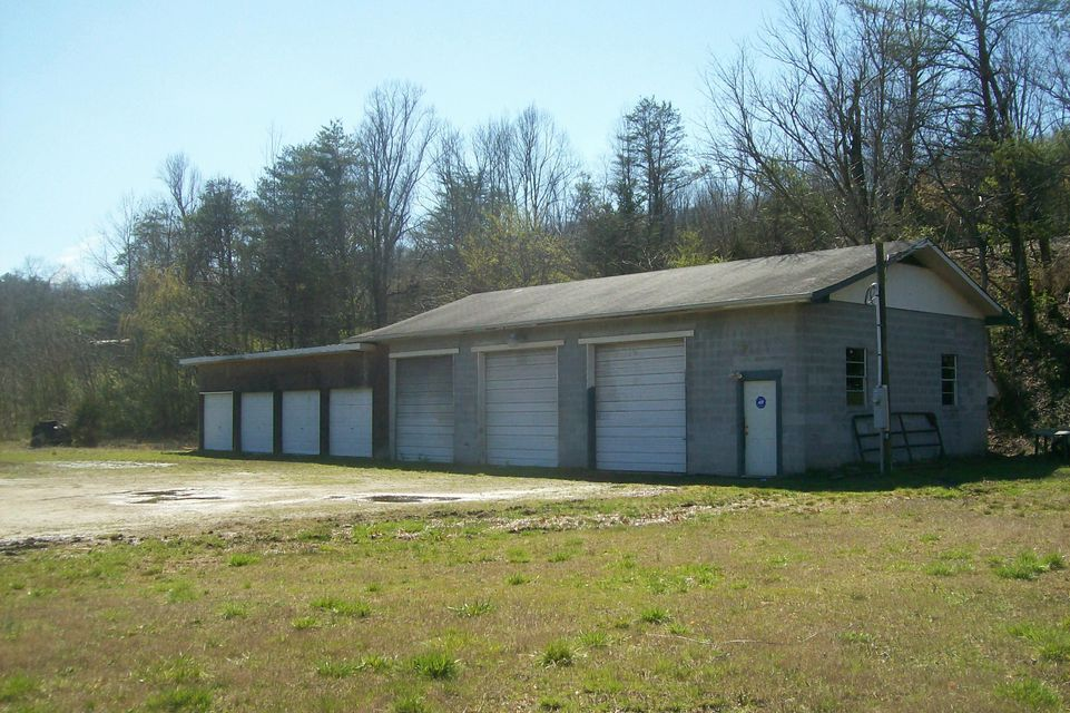 Comercial por un Venta en 2708 Highway 116 Lake City, Tennessee 37769 Estados Unidos
