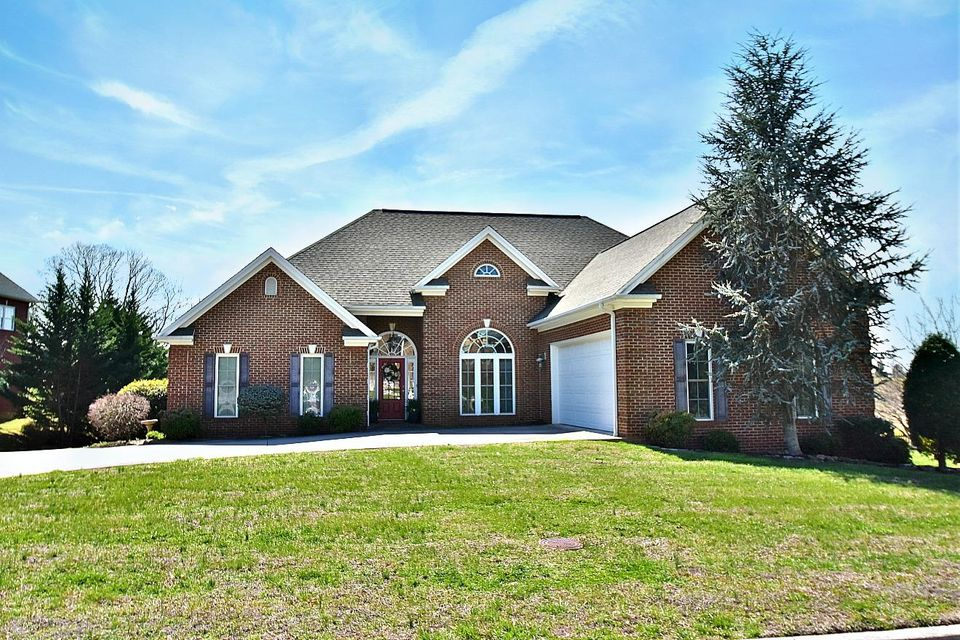 Single Family Home for Sale at 524 Ashland Oaks Drive Morristown, Tennessee 37813 United States