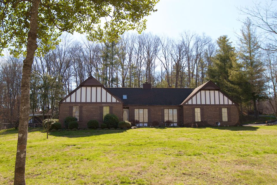 Single Family Home for Sale at 700 S Lake Drive Oneida, Tennessee 37841 United States
