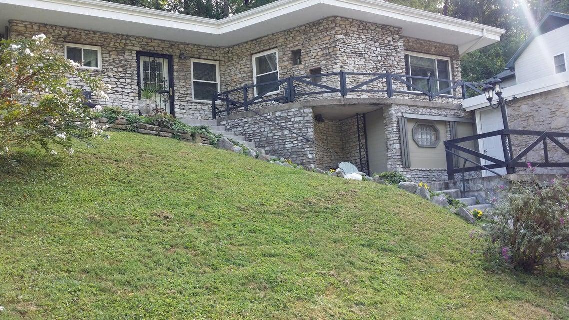 Maison unifamiliale pour l Vente à 327 Colwyn Street Cumberland Gap, Tennessee 37724 États-Unis